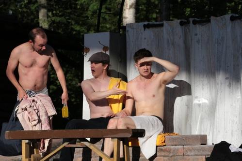 IMG_0794 miehet saunan edessä