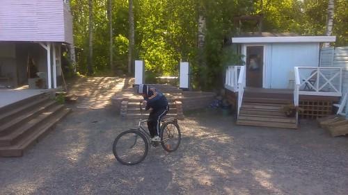 Renlund pyöräilee